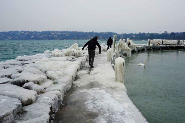 Genève, jetée des Pâquis sous la glace