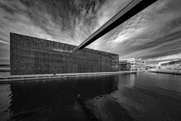 Marseille le Mucem le Vieux-port monochrome