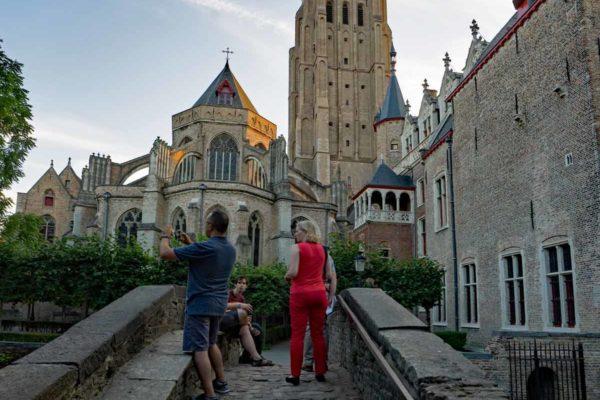 Belgique vue sur Onze Lieve Vrouw Brugge depuis le pont saint-Boniface