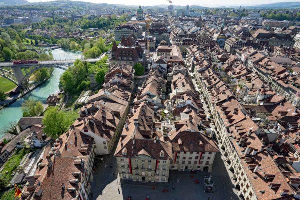 Berne vue sur le centre historique depuis le sommet de la cathédrale