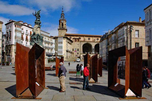 Espagne Vittoria-Gasteiz plaza de la Virgen Blanca 0230