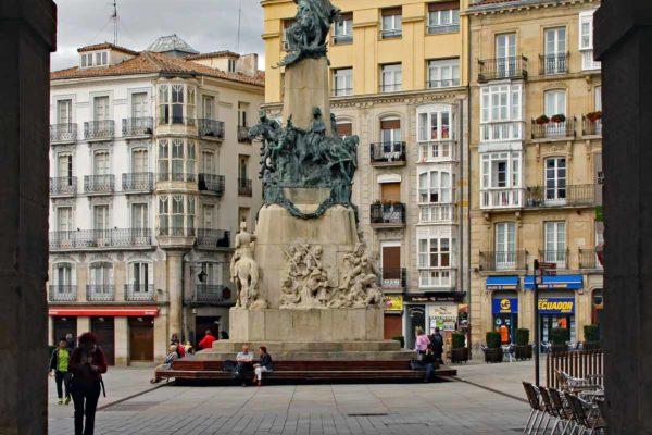 Espagne Vittoria-Gasteiz plaza de la Virgen Blanca 0240