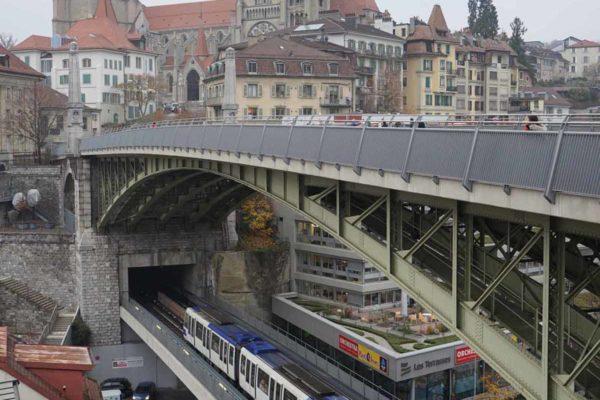 Lausanne le pont Bessière et vue sur la Cathédrale Notre-Dame