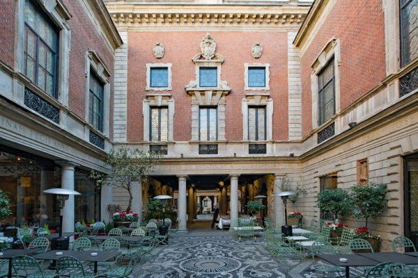 Milan centre historique cour intérieure