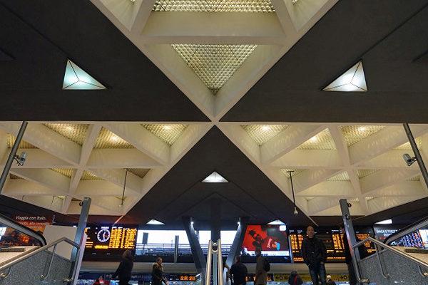 Naples la gare faux-plafonds