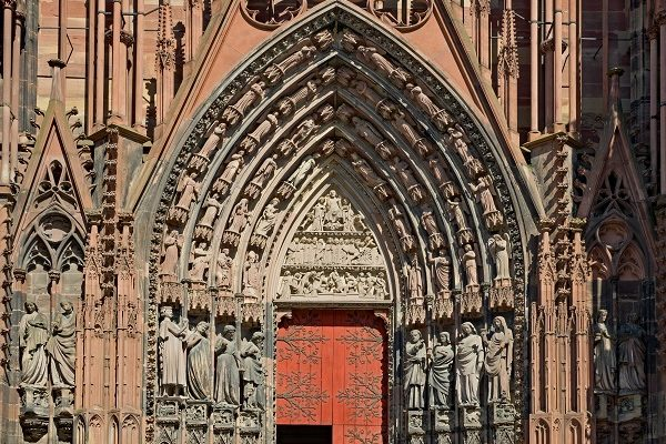 Strasbourg une porte de la cathédrale